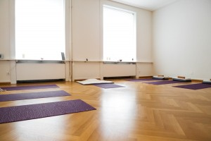 utoquai 37 interior 2 300x200 Yoga in Erlenbach, Zollikon, & Zürich Switzerland